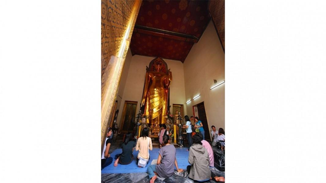 Phra Buddha Lokanat